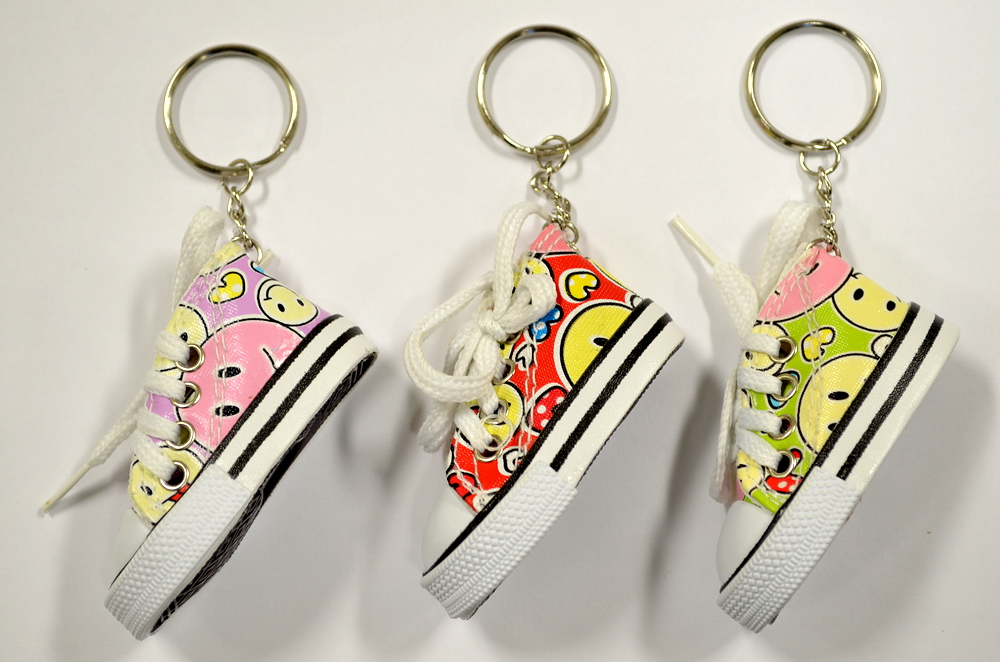 SMILEY FACE SNEAKER KEY CHAIN